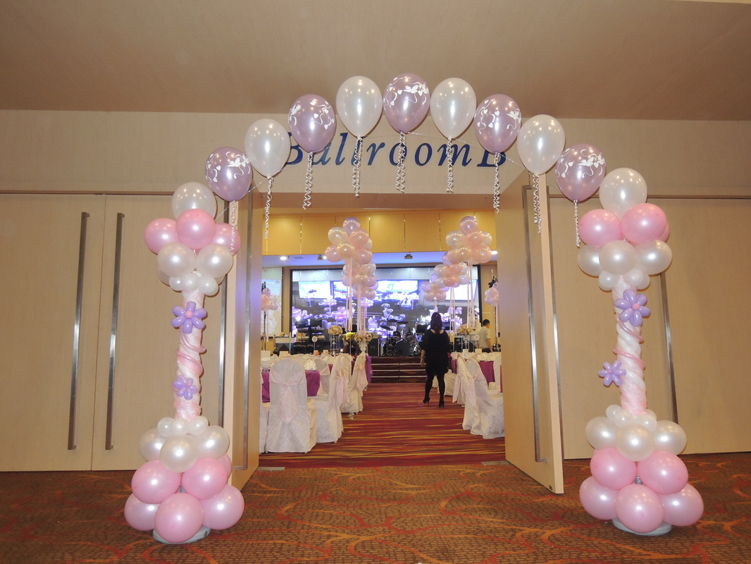 Weddings instant photobooths balloon decorations for Balloon decoration ideas for weddings